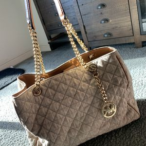 Beige Michael Kors Bag With Gold Accents for Sale in Perris, CA