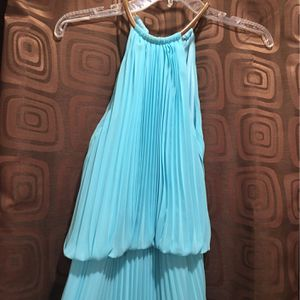 Size 2 LightGreen Dress With Built In Under Slip And Gold Necklace Binding. for Sale in Crosby, TX