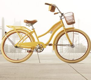 """Huffy, Nel Lusso Classic Cruiser Bike with Perfect Fit Frame, Women's, Yellow, 26"""" for Sale in Chevy Chase, MD"""