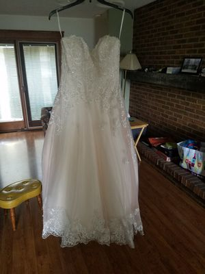 Beautiful Wedding Dress from David's Bridal for Sale in Amherst, OH