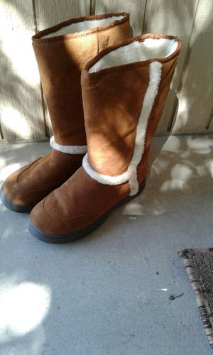 $6 for Bam Boo boots for Sale in Reedley, CA