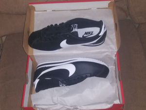 Womens classic Cortez leather Nike size 11 for Sale in Nashville, TN
