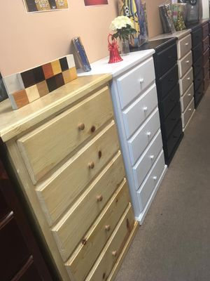 Pinewood 5 Drawer Dresser for Sale in Los Angeles, CA