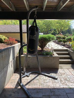 Everlast hanging punching bag indoor outdoor for Sale in Ridgefield, WA