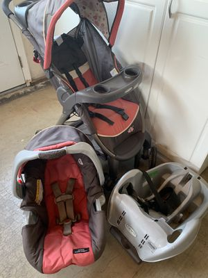 Gracco Infant stroller and car seat combo pink and grey for Sale in Gilroy, CA