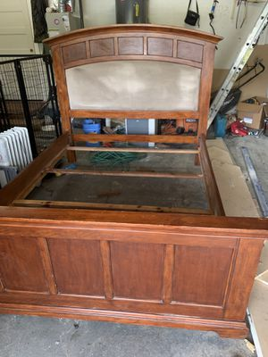 Queen size bedroom set for Sale in Maple Valley, WA
