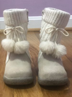 Boots for girls sizes 5 for Sale in Silver Spring, MD
