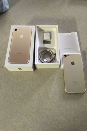 Apple iPhone 7 32gb Gold for Sale in Fayetteville, NC