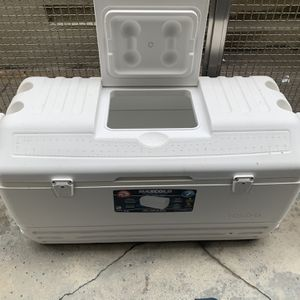 Igloo Ice Chest for Sale in Los Angeles, CA
