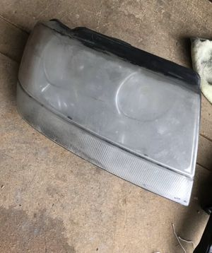 For 1999-2004 Grand Cherokee Right Passenger Headlight Headlamp for Sale in Pomona, CA