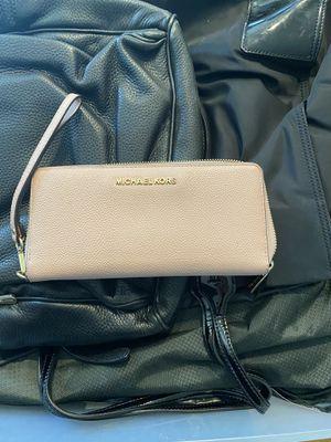 Michael kors wallet for Sale in Fontana, CA
