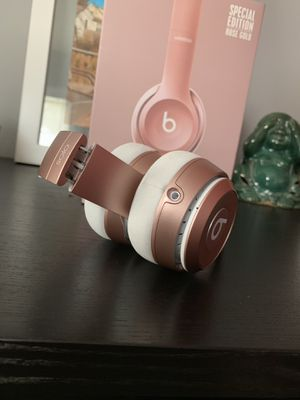 Beats solo 2 wireless rose gold for Sale in Hyattsville, MD
