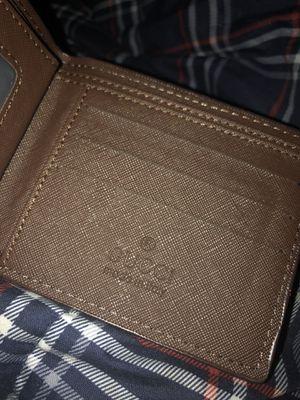 gucci men's wallet for Sale in Everett, MA