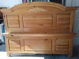 Queen bed frame for Sale in Saint Charles, MO