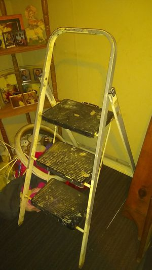 Painters step ladder good condition no low balls for Sale in Columbus, OH