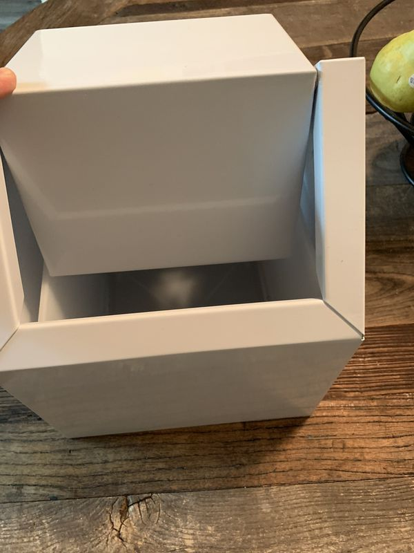 Trash can. Very small. Swinging lid. New. Have box 📦