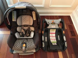 Chicco Keyfit 30 car seat and 2 bases for Sale in Wheaton, IL