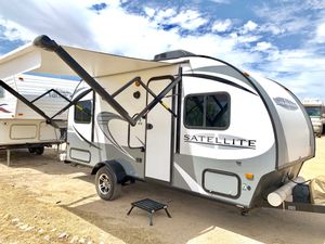 2018 satellite by StarCraft 16 foot travel trailer in immaculate condition for Sale in Surprise, AZ
