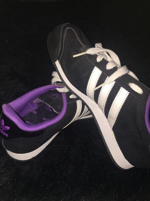 Samoa adidas's size 8 women's for Sale in Pittsburgh, PA