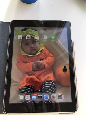 iPad 5th generation for Sale in Madera, CA
