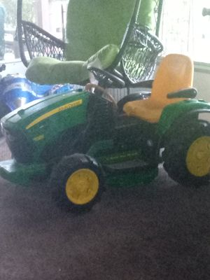 12volt john deer tractor an 6volt motorcylcle for Sale in Winter Haven, FL