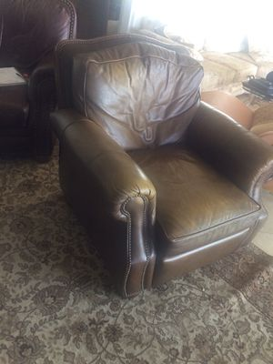 Free Leather Recliner for Sale in San Clemente, CA