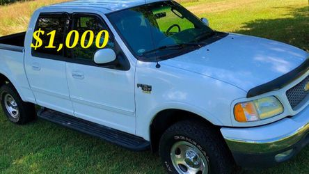 🟢💲1,OOO I'm selling URGENTLY this Beautiful💚2OO2 Ford F15O nice Family truck XLT Everything is working great! Runs great and fun to drive💪🟢 for Sale in Aurora,  CO