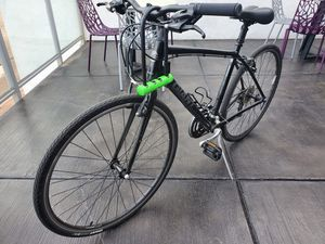 Escape 1 on road bike by Giant for Sale in Tempe, AZ