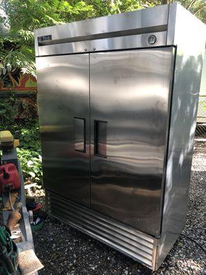 True 2 door reach in Freezer for Sale in Tampa, FL