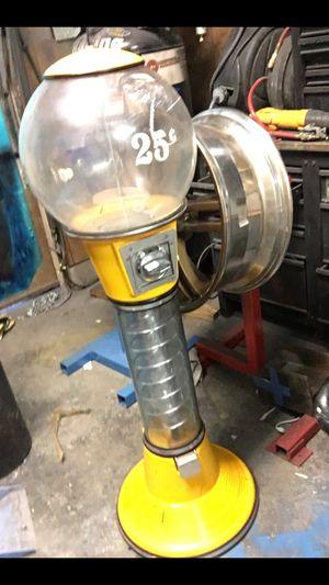 VINTAGE BEAVER GUMBALL MACHINE for Sale in Las Vegas, NV