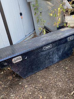 """70"""" Husky Aluminum Crossover tool box /caja de eramienta para Trocka for Sale in Los Angeles,  CA"""