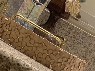 """TORY BURCH🤩💖 """"LEATHER BELT ~ WAIST STYLE ~ WITH 3D FLOWERS AND GOLDEN HARDWARE"""" 💖🤩 (Sz:32.5"""") WOWWWWWW👌👌👌 for Sale in Las Vegas,  NV"""