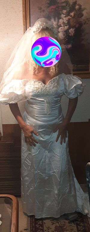 Beaded wedding dress and veil vintage for Sale in Surgoinsville, TN