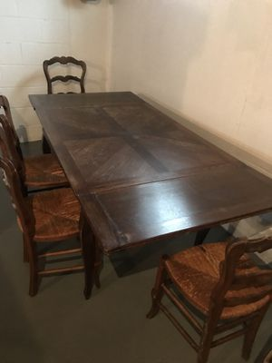 Dining room table and chairs for Sale in Grosse Pointe Farms, MI