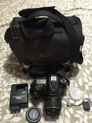 Nikon D7100 come with 18-55mm lens. All like brand new for Sale in Tacoma, WA