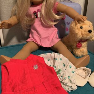 American Girl Doll. Like New. With So Manyy Accessories:. Pet, Couch, Glasses, Rings, Earrings, Shoes And More for Sale in Tustin, CA