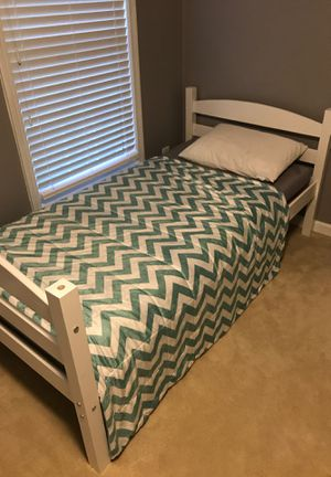 White solid wood twin bed set for Sale in Lorton, VA