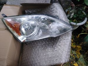 O.E.M Honda CRV left drivers Headlight housing like new for Sale in Edwardsville, PA