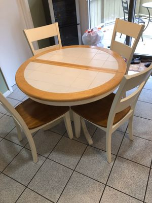 Kitchen table with chairs bought 6 months ago for Sale in Mahwah, NJ