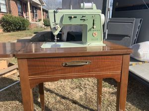 Rare vintage Singer sewing machine with original cabinet for Sale in Lebanon, TN