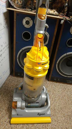 Dyson cyclone vacuum for Sale in Southfield, MI