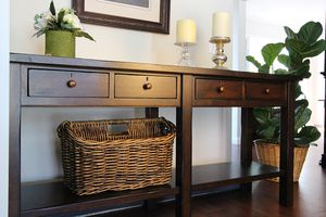 Potterybarn Console Table for Sale in Hemet, CA