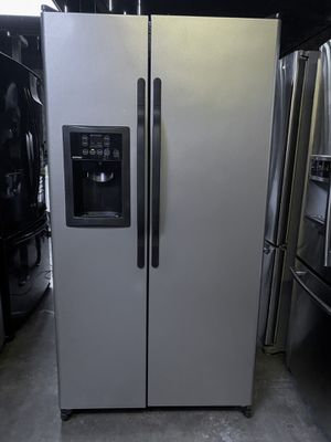 Hotpoint Side by Side Refrigerator Stainless Steel for Sale in Claremont, CA