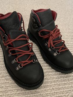 Danner Mountain Pass Arctic Night Size 7.5 US, 7 UK, 41 Euro for Sale in West Linn,  OR