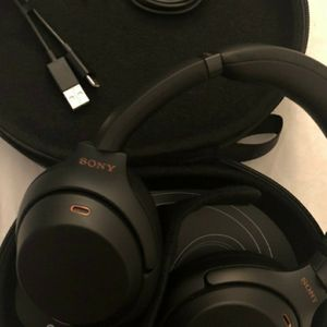 Sony Noise Cancelling Wireless Bluetooth Over the Ear Headphones WH1000XM3 Black for Sale in Brooklyn, NY