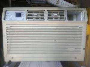 11,800 btu Whirlpool air conditioner for Sale in Cecil, PA