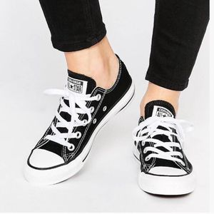 CONVERSE WOMEN CHUCK TAYLOR ALL STAR for Sale in Philadelphia, PA