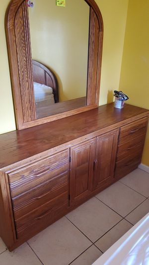 Queen bedroom set with Serta bed for Sale in Spring Hill, FL