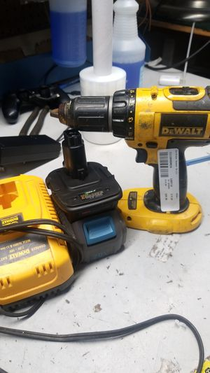 Dewalt drill with 1 20v battery for Sale in Jacksonville, FL