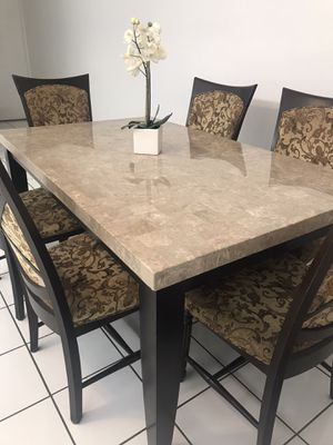 Beautiful Dining Table & 6 Chairs for Sale in Miami Gardens, FL